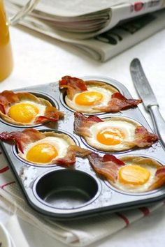 eggs bacon and bread. put bread cut in a round shape into a cupcake mold. add partially cooked bacon, add an egg.bake 7 mins or if u want softer watch . Vegan Recipes Videos, Egg Recipes, Brunch Recipes, Cooking Recipes, Healthy Recipes, Snacks Für Die Party, Breakfast For Dinner, Easy Cooking, Tapas