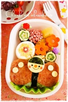 dress up a spam musubi by making it into a butterfly Bento Box Lunch For Kids, Cute Bento Boxes, Bento Lunchbox, Japanese Food Art, Japanese Lunch Box, Bento Recipes, Baby Food Recipes, Cute Food, Yummy Food