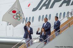 リオ2016オリンピック閉会式で、小池都知事に引き継がれたオリンピック旗が東京国際空港(羽田空港)に到着、歓迎式が開催されました。 #RiotoTokyo https://tokyo2020.jp/jp/news/rio2016/20160824-01.html …
