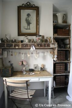 Home Shabby Home The Books Cafe& La casa dei destini intrecciati love the shelf above the desk with the pictures hanging from a wire is part of Rustic house - Shabby Chic, Shabby Home, Home Office, Ikea Office, Corner Office, Study Office, Decoration Shabby, Vintage Office, Vintage Modern