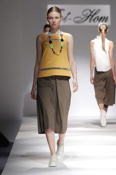 Tot-hom_SS16 #tothom #tot-hom #pretaporter #lineaa #modamujer #moda #fashion #desfile #ss16 #Barcelona #Madrid #tendencia #streetstyle #model #modelo #sneaker #blanco #amarillo #marron #pantalonmidi #pantalonrecto #vestido