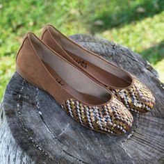 Tons neutros para quem gosta de um brilho discreto   #ValentinaFlats #shoes #fashion #loveit #love #loveshoes #shoeslover #sapatilha #bordado #shine