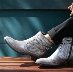 Seychelles Metallic Pewter Sz 8 ~ New In Box ~ Boots. Get the must-have boots of this season! These Seychelles Metallic Pewter Sz 8 ~ New…