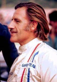 Norman Grahan Hill (Ex Piloto Britânico) Bi-Campeão de F 1 - Ativo por 18 Anos - Owner da Extinta Embassy-Hill Racing  F 1 - Morreu em Acidente Aereo (Pai de Damon Hill)