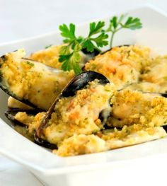 Recipes - Garlic Mussels Gratin - I Love Cooking South African Dishes, South African Recipes, Healthy Meals To Cook, Healthy Recipes, Garlic Mussels, Ital Food, Seafood Dishes, Seafood Platter, Russian Recipes
