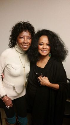 Natalie Cole and Diana Ross ~ after Diana Ross Concert, Kings Theater in Brooklyn, NY (February Beautiful Black Women, Beautiful People, Ross Friends, Diana Ross Supremes, Natalie Cole, Vintage Black Glamour, Women In Music, Female Singers, Soul Singers