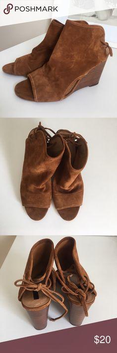 """NWT Tahari Suede Wedge Size 7.5 NWTBTahari Suede Wedge Size 7.5. Ties on back of shoe. Heel is 4"""". Tahari Shoes Wedges"""