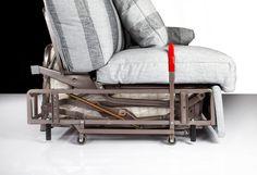 """Azionando la leva posta all'interno dei braccioli, il divano letto Italy si solleva da terra muovendosi su """"4"""" ruote http://www.tinomariani.it/prodotti/divano-letto-italy.html"""
