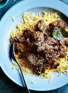 Curry fans will love this beef rendang with basmati rice. This rich Malaysian classic is slow cooked to let the flavors of garlic, ginger, chiles, lime, cinnamon, and other warm spices melt into lean flank steak slices steeped in coconut milk. Delicious! Download our free digital magazine to get this and other great Slimming World recipes.