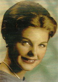 Moya Meaker, the 1959 Miss South Africa Beauty Pagent Winner. The History of Miss South Africa Beautiful Inside And Out, Beautiful People, Most Beautiful, Miss World, My Land, Beauty Pageant, Beauty Queens, South Africa, The Past