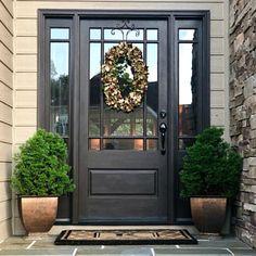 39 Elegant Front Door Colors That Make a Bright First Impression Black Front Doors, Front Doors With Windows, Front Door Entrance, Exterior Front Doors, Painted Front Doors, House Front Door, Front Door Decor, Entry Doors, Wreaths For Front Door