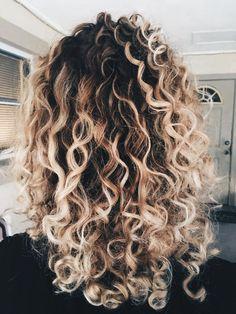 ☼уσυ ∂єѕєяνє α ωнσℓє ѕнєєт σf gσℓ∂ ѕтαяѕ☼, Blonde Curly Hair, Curly Hair Cuts, Curly Hair Styles, Curly Girl, Curly Balayage Hair, Blonde Curls, Curly Bob, Permed Hairstyles, Hair Highlights