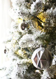 A Simple, Modern Flocked Christmas Tree — Tag & Tibby Design Christmas Hanukkah, Christmas Home, Christmas Holidays, Christmas Decorations, Holiday Decor, Christmas Articles, Flocked Christmas Trees, Silver Ornaments, Modern