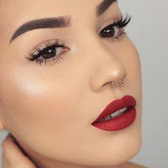 Karla Abelenda: 10 Makes simples e lindas para o dia a dia - Konzept-Kunst Red Lipstick Makeup, Glam Makeup, Diy Makeup, Red Lipsticks, Liquid Lipstick, Makeup Tips, Beauty Makeup, Minimal Makeup, Simple Eye Makeup