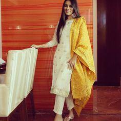 Ideas For Dress Designer Pakistani Fashion Styles Ideas For Dress Designer Pakistani Fashion Styles Salwar Designs, Kurti Designs Party Wear, Simple Kurti Designs, Pakistani Dresses Casual, Pakistani Dress Design, Red Lehenga, Lehenga Choli, Anarkali, Churidar