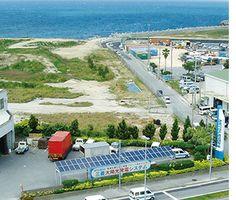 実環境下でのフィールド試験ですぐれた品質を実証  自社内での試験に加え、実環境下に太陽光発電システムを設置し、発電量や耐久性を実測・分析しています。たとえば沖縄県宜野湾市では、海岸から約50mの塩害地域にて継続的にフィールド試験を実施中。2003年から機器の性能に問題なく発電...