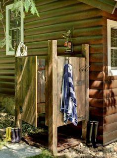 kleine oase mit gartendusche im outdoor bereich selber gestalten, Gartenarbeit ideen