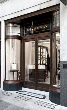 Thomas 's coffee shop in 121 Regent Street, Burberry& flagship store in London.- Regent Street裡面的Thomas's咖啡店。品… Thomas 's coffee shop in 121 Regent Street, Burberry& flagship store in London. Retail Facade, Shop Facade, Boutiques, Regent Street, Design Food, D House, Wallpaper Magazine, Shop Fronts, French Chateau