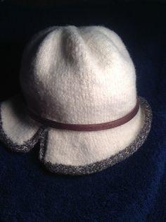 Ravelry: taburasa's White Tweed trimmed cloche - free knitting pattern