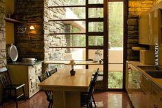 Fotos del interior de la casa de la cascada de Lloyd Wright