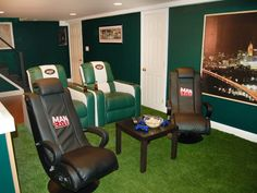Keep promising the hubby that he gets a mancave with the new house. Of course, Jets gear won't come within a mile of our house, but it's still a good reference point.