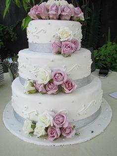 Lovely wedding cake #Bali #wedding