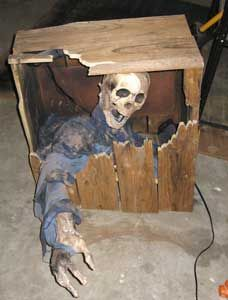 Living Dead Grave ----  HauntProject.com - Your visual source for Haunting How-To's