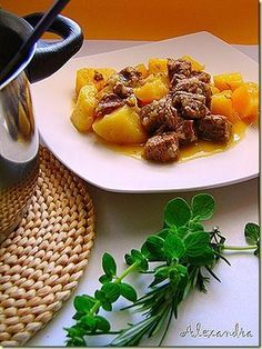 Veal with lemon potatoes casserole Cookbook Recipes, Cooking Recipes, Healthy Recipes, Steak Recipes, Wine Recipes, Greek Dinners, Greek Cooking, Appetisers, Everyday Food