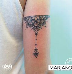 Mariano, artista en Iris Tattoo.