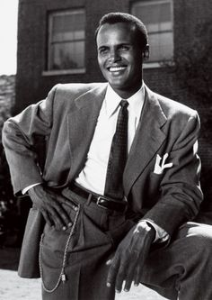 "Harry Belafonte: ""Banana Boat 'Day-O'"" Photos: From Grace Kelly to Audrey Hepburn, the All-Time Icons of Style Harry Belafonte, Hollywood Actor, Hollywood Stars, Hollywood Glamour, Grace Kelly, Vintage Hollywood, Classic Hollywood, Herbert Lom, Time Icon"