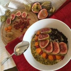 Oatmeal with fresh fruits #passionfruit #physalis #figs #rawcocoa #rawvegan #breaktfast