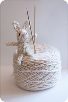 Teeny tiny knitted toys - - Here is a free pattern to make some teeny tiny toys - just under inches cms) tall. It's a wee bit fiddly but lots of fun! What you will need: some left-over scraps of yarn in pink,. Crochet Amigurumi, Knit Or Crochet, Crochet Toys, Knitting Patterns Free, Free Knitting, Baby Knitting, Free Pattern, Knitting Toys, Sewing Toys