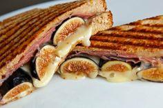 Sandwitch de jamon york, queso e higos