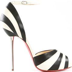 How gorgeous is this Louboutin shoe? #christianlouboutinwedding