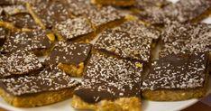 Haastamme sinut kokeilemaan kuukautta vegaanina! Vegan Cake, Nom Nom, Treats, Candy, Snacks, Cookies, Chocolate, Desserts, Food
