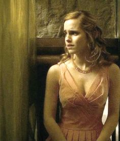 Check out our Harry Potter Fanfiction .You can find Hermione and more . Harry James Potter, Harry Potter Movies, Harry Potter World, Hermione Granger, Emma Watson Beautiful, Emma Watson Sexiest, Emma Watson Linda, Emma Watson Makeup, Enma Watson