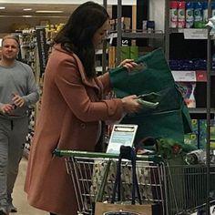 New photos Yesterday Catherine was Seen shopping at Waitrose in Norfolk. She was using two @emma_bridgewater reusable tots!❤️. #weadmirekatemiddleton #lifeofaduchess #cambridgebaby #babynumber3 #greatkatewait via ✨ @padgram ✨(http://dl.padgram.com)