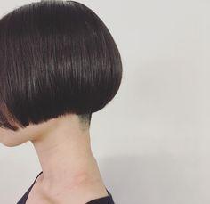 『襟足はいらない!!』で とりました✂︎ . すっきり➰✨ . #ヘアカット#襟足#ワカメちゃん#ミニマムボブ#コンパクト#すっきり#刈り上げ#夏スタイル#おしゃれ#ファッション#黒がみ#ヘアスタイル#大阪#梅田#美容師#hairstyle#shortbob#shorthair#simple #neckline #veryshort #simple#good#minimumbob #anime#lovefashion#osaka#japan#hairdresser #eminobeoka