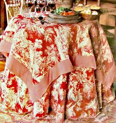 Round table cloths are another favorite. Theygracefully fall to the floor like an elegant evening gown.