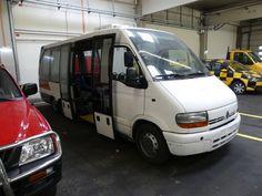 Omnibus (N3) Renault Master Maxi Shuttle - PKW, LKW und Reifen der Flughafen Wien - Gruppe - Karner & Dechow - Auktionen