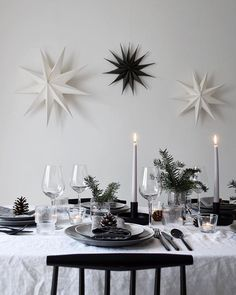 Minimalist Christmas table styling with fir, candles & pine cones Minimalist Christmas table styling with fir, candles & pine conesNow that our is complete, I'm looking forward to styling the table for fes Minimalist Christmas, Nordic Christmas, Simple Christmas, Beautiful Christmas, Xmas, Modern Christmas, Christmas Holidays, Christmas Tree, Christmas Table Settings