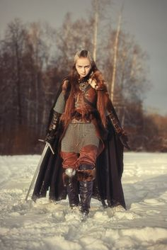 All things fantasy larp related Fantasy Armor, Medieval Fantasy, Medieval Gown, Female Armor, Female Warrior Costume, Warrior Princess Costume, Shield Maiden, Halloween Kostüm, Female Characters