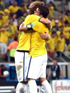 David Luiz e Thiago Silva comemoração Brasil (Foto: Aldo Carneiro / Pernambuco Press)
