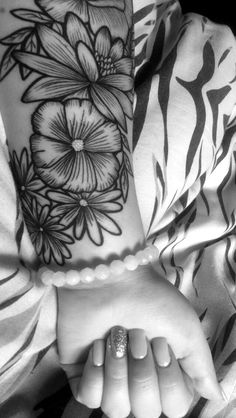 My first tattoo really is a beauty. #floral #tattoo #floraltattoo #halfsleeve #blackandwhite