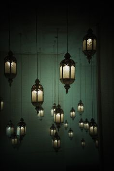 lanterns. This is soooo awesome!!!!! What a bedroom would look like with all these in a corner....kinda sexy.