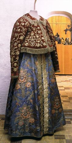 Woman's festive dress with padded jacket, sarafan Early 19th century, Nizhni Novgorod province, Russia. The State Historical Museum, Moscow. From the book RUSSIAN ELEGANCE: Country & City Fashion from the 15th to the Early 20th century