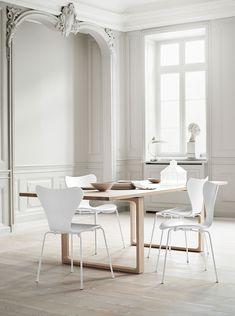 Designer Arne Jacobsens Siebener Stuhl, auch bekannt als Modell 3107. http://wohnen-in-weiss.de/klassisch-schoen-der-siebener-stuhl-3107-von-fritz-hansen-in-weiss/