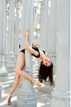 Photo by Ballet Zaida. Taken in Los Angeles California. Urban Light Installation by Chris Burden at LACMA photography Ballet Zaida Dance Picture Poses, Dance Photo Shoot, Poses Photo, Dance Photoshoot Ideas, Photo Shoots, Art Ballet, Ballet Dancers, Ballerinas, Ballet Pictures