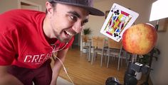 Mike Boyd lernt, Spielkarten auf Äpfel zu werfen   Mike Boyd ist ein sehr neugieriger Mensch. Der Schotte nimmt sich ständig vor, eine Sache innerhalb kurzer Zeit zu lernen. Auf seinem YouTube-Kan...
