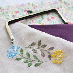 """좋아요 349개, 댓글 3개 - Instagram의 アトリエ*ノート(@tomo_atelier)님: """"I will make Gamaguchi from now! . 今からガマ口を仕立てまーす! #刺繍 #がま口 #embroidery"""""""